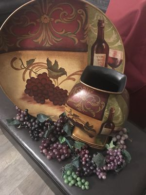 Wine themed Home Decor Plate & Vase for Sale in Sanford, FL