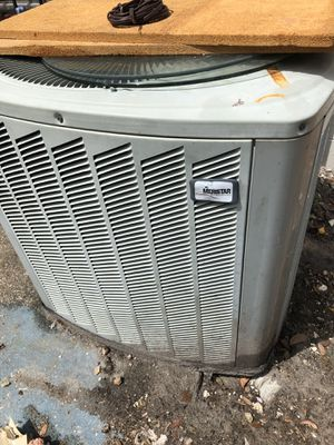 Meristar 2 3/8 ton AC condenser and amana airhandler for Sale in Tampa, FL