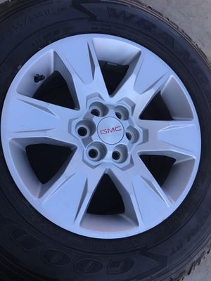 """GMC Canyon 17"""" Goodyear tires for Sale in Dinuba, CA"""
