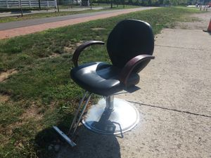 FREE SCRAP METAL HEAVY SALON CHAIR for Sale in New Albany, OH