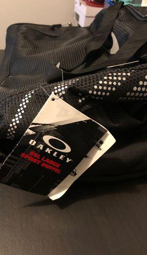 Oakley Duffle bag for Sale in Los Angeles, CA