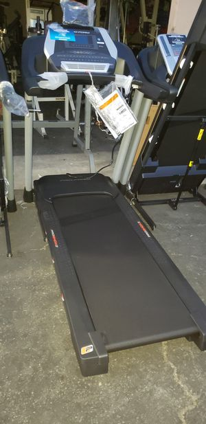 Pro-form 905 CST treadmill 350lbs weight Capacity great cardio machine for your home gym for Sale in Anaheim, CA