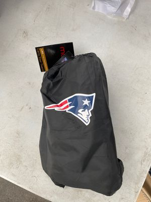 Brand new New England Patriots duffle bag and draw string backpack in one. for Sale in San Diego, CA