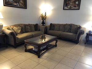 2 large sofas Great Shape for Sale in La Quinta, CA