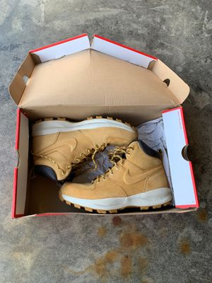 Men's Nike boot size 9 for Sale in Columbus, OH