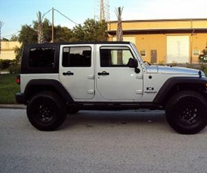 Asking$16OO Jeep Wrangler Unlimited 2OO7 CLEAN TITLE for Sale in Fort Worth, TX