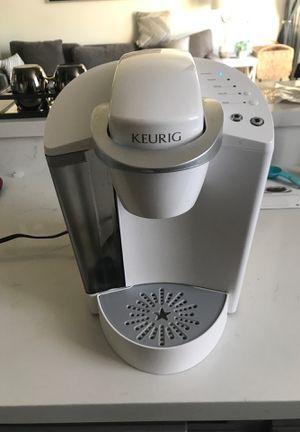 Keurig coffee maker white for Sale in Los Angeles, CA