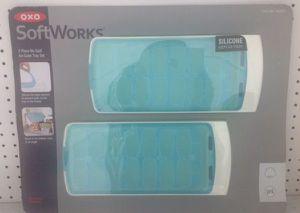 OxO SoftWorks No -Spill Ice Cube Tray Set Juegos de Bandejas de Cubitos de Hielo for Sale in Miami, FL