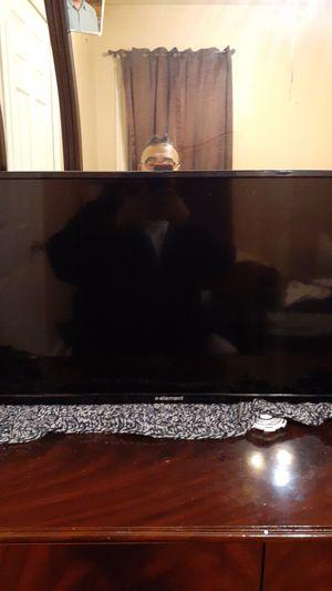 32 inch Emerson decent TV for Sale in Central Falls, RI