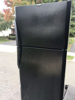 Frigidaire refrigerator... free delivery and installation for Sale in Woodbridge Township, NJ
