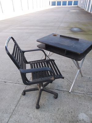 Nice small desk and chair for Sale in Modesto, CA