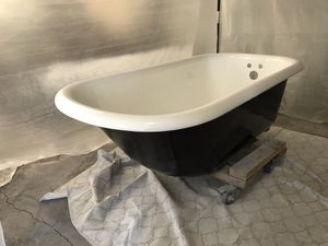 !!!!!!Attention. 1911 original claw foot tub for Sale in Chicago, IL