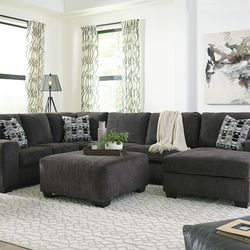 NEW LARGE SECTIONAL INCLUDING DECORATIVE 3 PILLOWS. IN STOCK. for Sale in Santa Ana,  CA