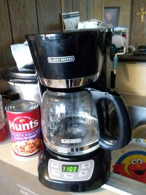 Black & Decker automatic coffee maker has clock has automatic to set a time to make your coffee for you just like brand new used 1 for Sale in Nicoma Park, OK