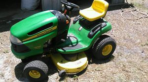 John Deer LA100 Lawn Tractor for Sale in Clearwater, FL