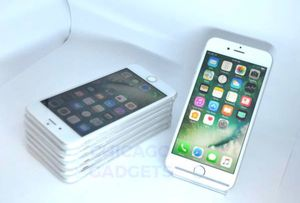 Unlocked Apple iPhone 6S 32GB for Sale in Chicago, IL