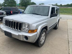 2007 Jeep Commander 4 x 4 with third row for Sale in Euclid, OH