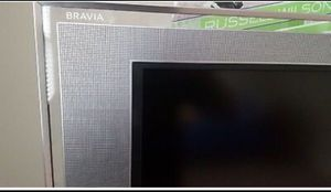 """Sony Bravia 44"""" KDL-44XBR2 TV-the largest in the XBR2 series. Sony's elegant """"floating glass"""" design for Sale in Glendale Heights, IL"""