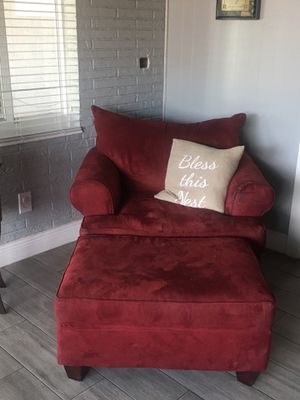 Red couch chair for Sale in Carol City, FL