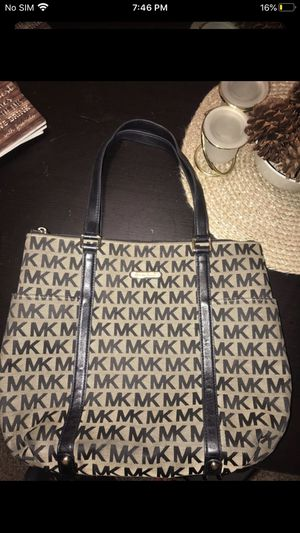 Gorgeous Gold & Black Michael Kors Purse for Sale in Vancouver, WA