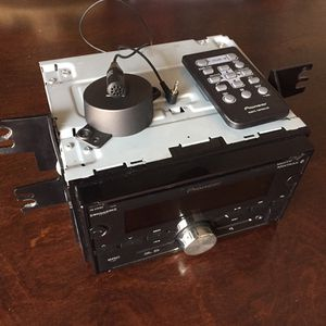 Pioneer FH-S701BS 2-din USB + Bluetooth + Sirius XM + CD Built In for Sale in Los Angeles, CA
