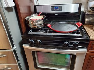 General electric Refrigerator and whirlpool gas stove for Sale in San Jose, CA