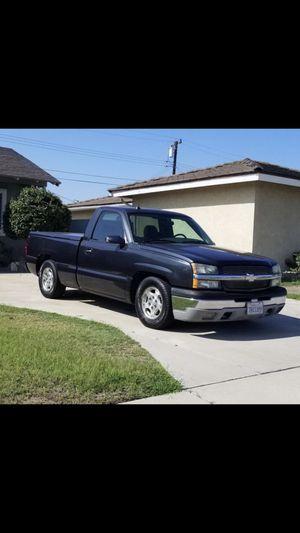 2004 Chevy Silverado Single cab Short bed V8 for Sale in San Fernando, CA