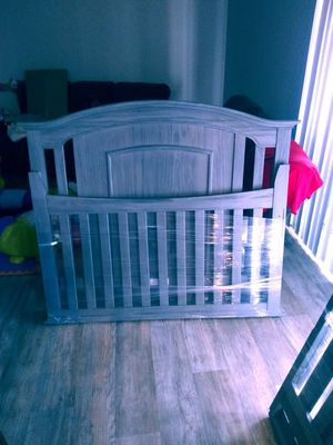 Baby Crib That grows with your infant. It has three stages of growth. for Sale in Tempe, AZ