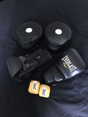 Everlast Boxing set 12oz for Sale in Seattle, WA