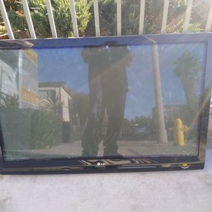 LG Flat screen And Air Filter for Sale in Los Angeles, CA