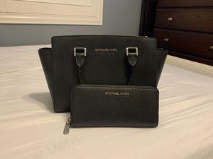 Authentic Michael Kors Medium Selma Bag for Sale in Carson, CA