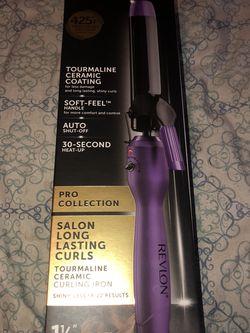 purple,revlon 425f,1 1/4 Barrel Really Cute Curly Hair for Sale in San Angelo,  TX