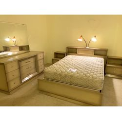 Update, Only Bed/headboard Is Available ... Mid Century Modern Bedroom Set for Sale in Seattle,  WA