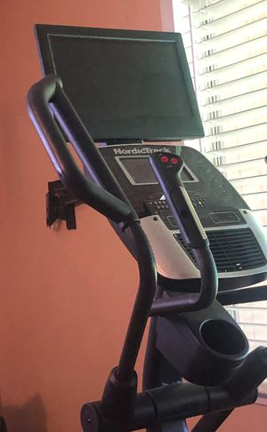 Nordictrack Track 20' Treadmill with Tv Monitor and remote for Sale in Oakdale, CA