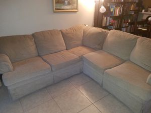 Sectional couch. Brand is Broyhill. for Sale in Phoenix, AZ