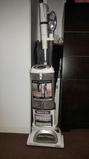 Shark lift away vacuum comes with the floor add on for Sale in Lemon Grove, CA