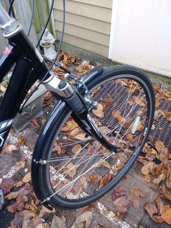 Fuji Crosstown 1.0 Commuter Hybrid Women's Bike