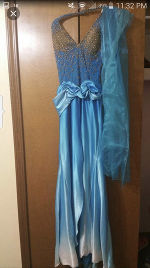 Beautiful long prom blue dress for Sale in Shelby charter Township, MI