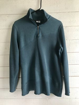 Woman's medium Columbia sweater for Sale in Federal Way, WA
