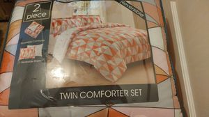 Macys twin comfort set reversible for Sale in Waukegan, IL
