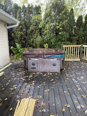 Hot tub for Sale in Arlington Heights, IL
