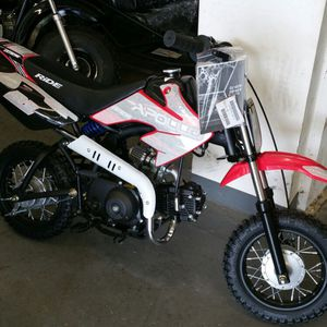 Brand new 70cc dirt bike comes with training wheels for Sale in Baton Rouge, LA