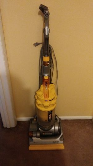 VACUUM (DYSON BALL ) for Sale in St. Louis, MO