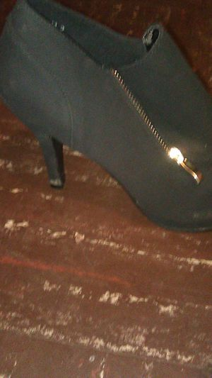 Too moda high heel shoes booties size 8 for Sale in Columbus, OH