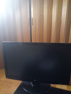 LG W2343T PF LCD Monitor 23 inch. FREE for Sale in Washington, DC