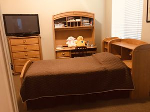Juvenil Twin Bedroom Set, Bed, dresser, night stand, mattress, and desk with hutch. ( Two bedrooms sets sold individually or together. for Sale in Miami, FL
