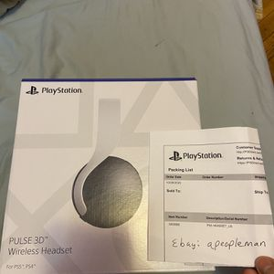 PS5 Pulse 3D Headset in Hand for Sale in Brooklyn, NY