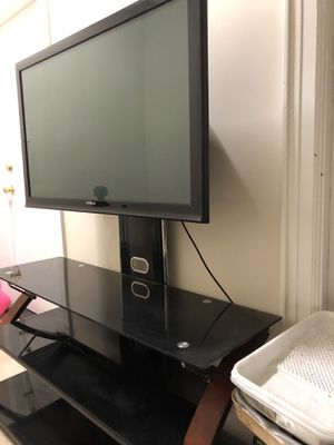 40 inch Insignia TV and TV stand for Sale in New York, NY