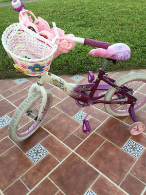 Girls Princess bike for sale with training wheels for Sale in Pompano Beach, FL