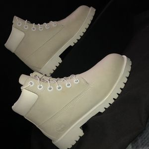 White Timberland boots in men size 4 for Sale in Lompoc, CA